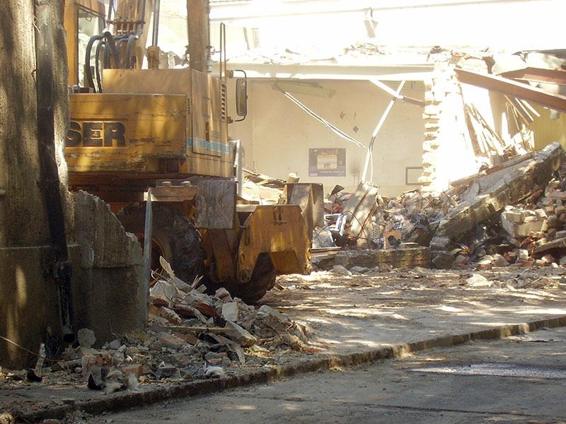 Ipari terület bontása