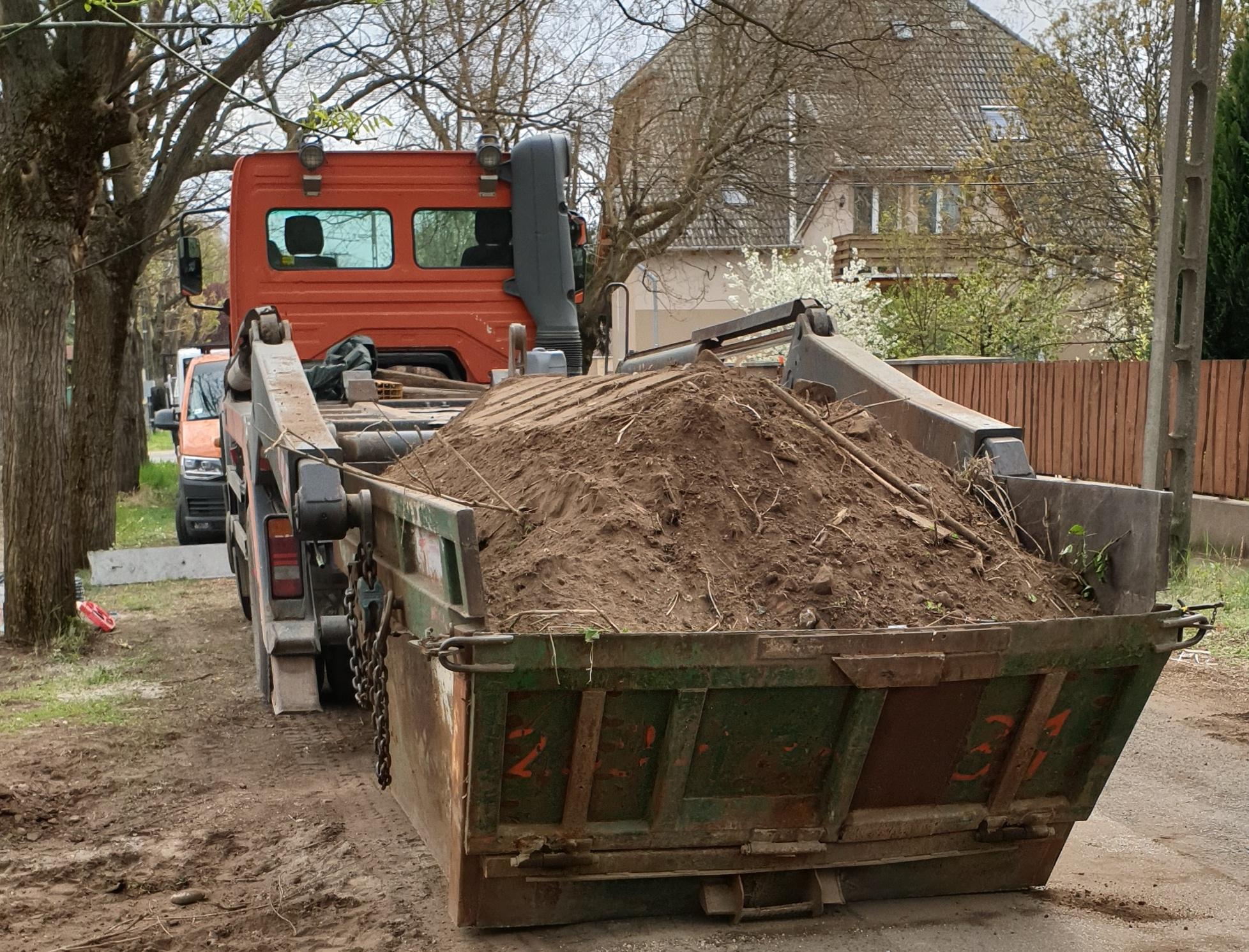 Betonlábazatú kerítésépítés (2)