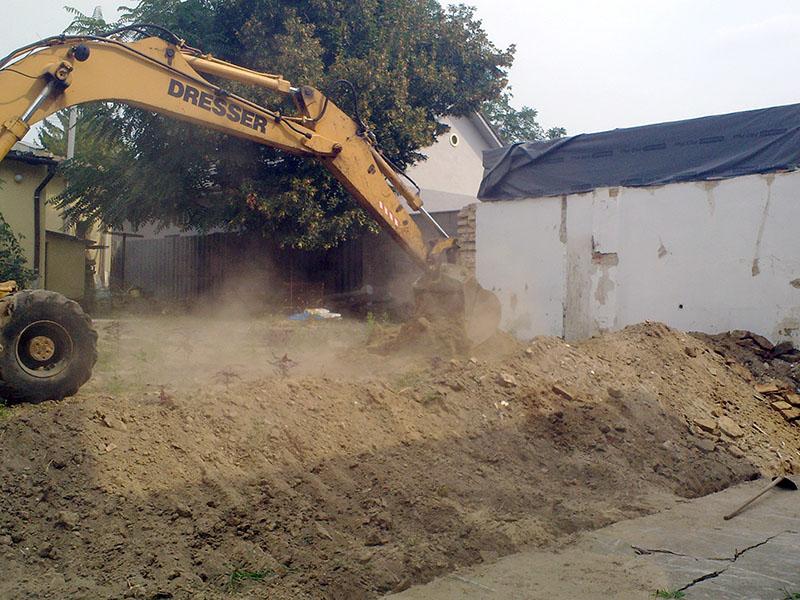 Betonlábazatú kerítésépítés